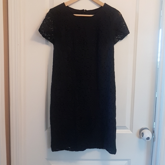 Banana Republic Dresses & Skirts - Lace navy shortsleeve dress